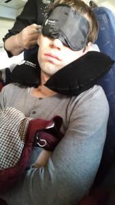Это был очень долгий и утомительный полет.  P.S. за рекламу tinkoff банка мне не платят, но он реально спасал)