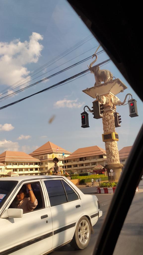 А вот такие классные светофоры на перекрестках в Краби