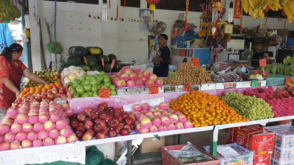 А вот и фрукты