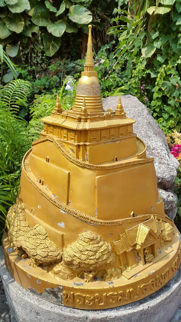 Вот так выглядит весь комплекс храма золотой горы.