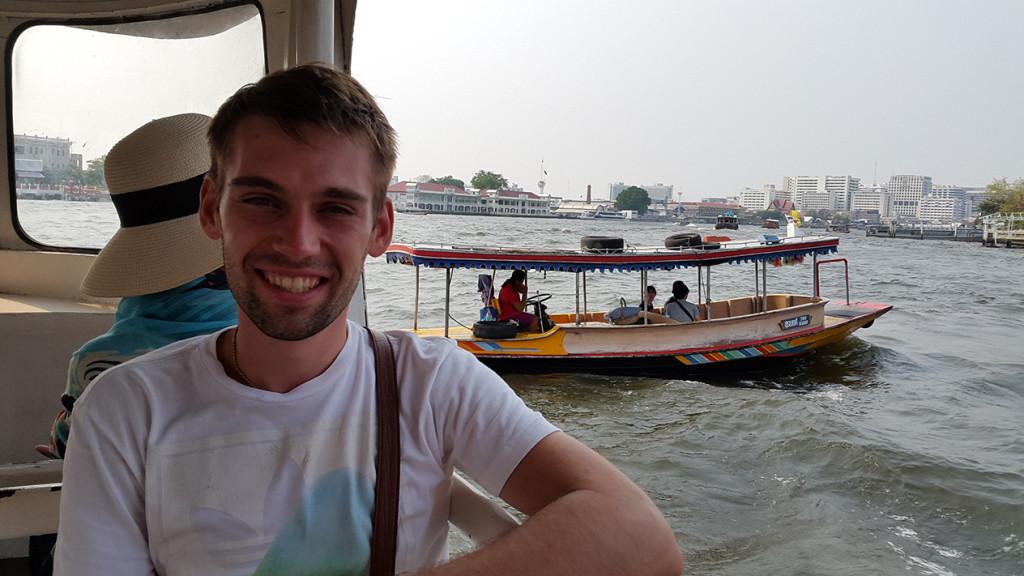 Очень много лодок и очень много шума.