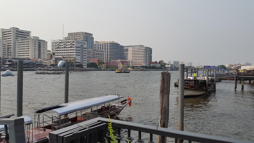 А теперь уже плывем вверх по реке, в сторону нашего отеля.
