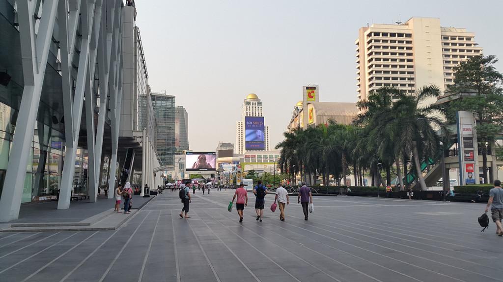 Крутая площадь рядом с World Center