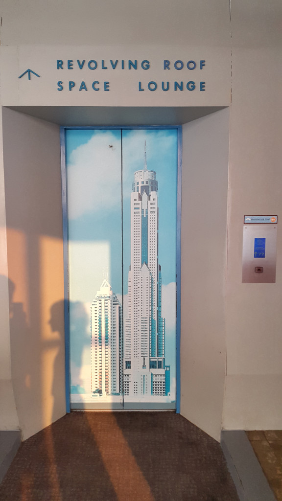 Одинокий лифт на 83 этаж