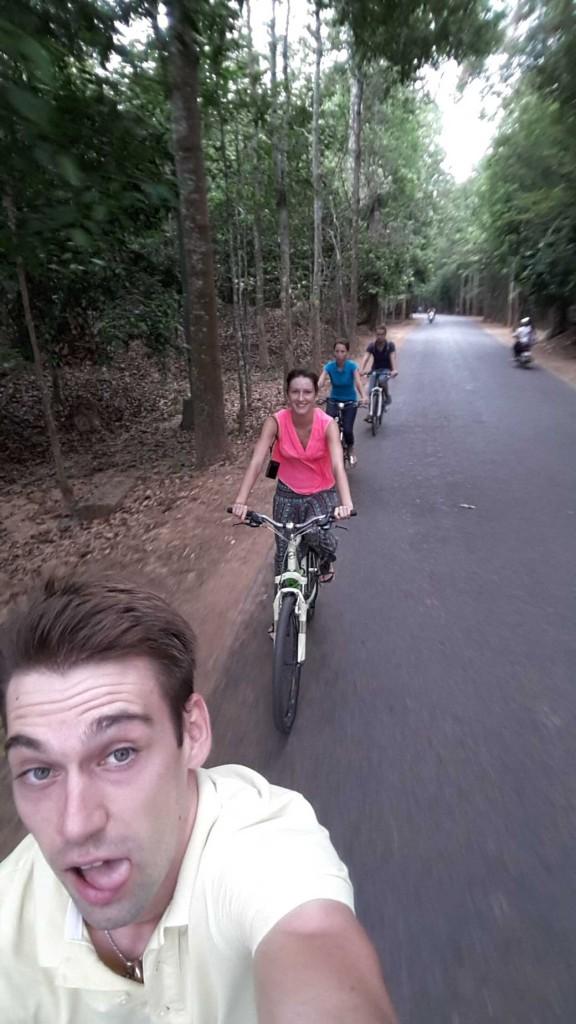 Только взяли велики и довольные едем в Ангкор