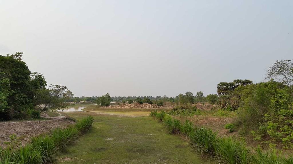 Вот такую пустошь проезжали в глубине комплекса Ангкор