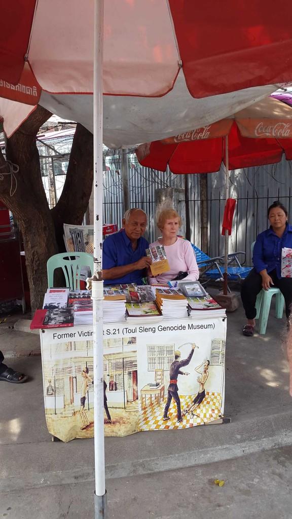 Страшно себе представить что он пережил. Также страшно представить, что среди окружающих тебя камбоджийцев наверняка есть те, кто служил в отрядах красных кхмеров.