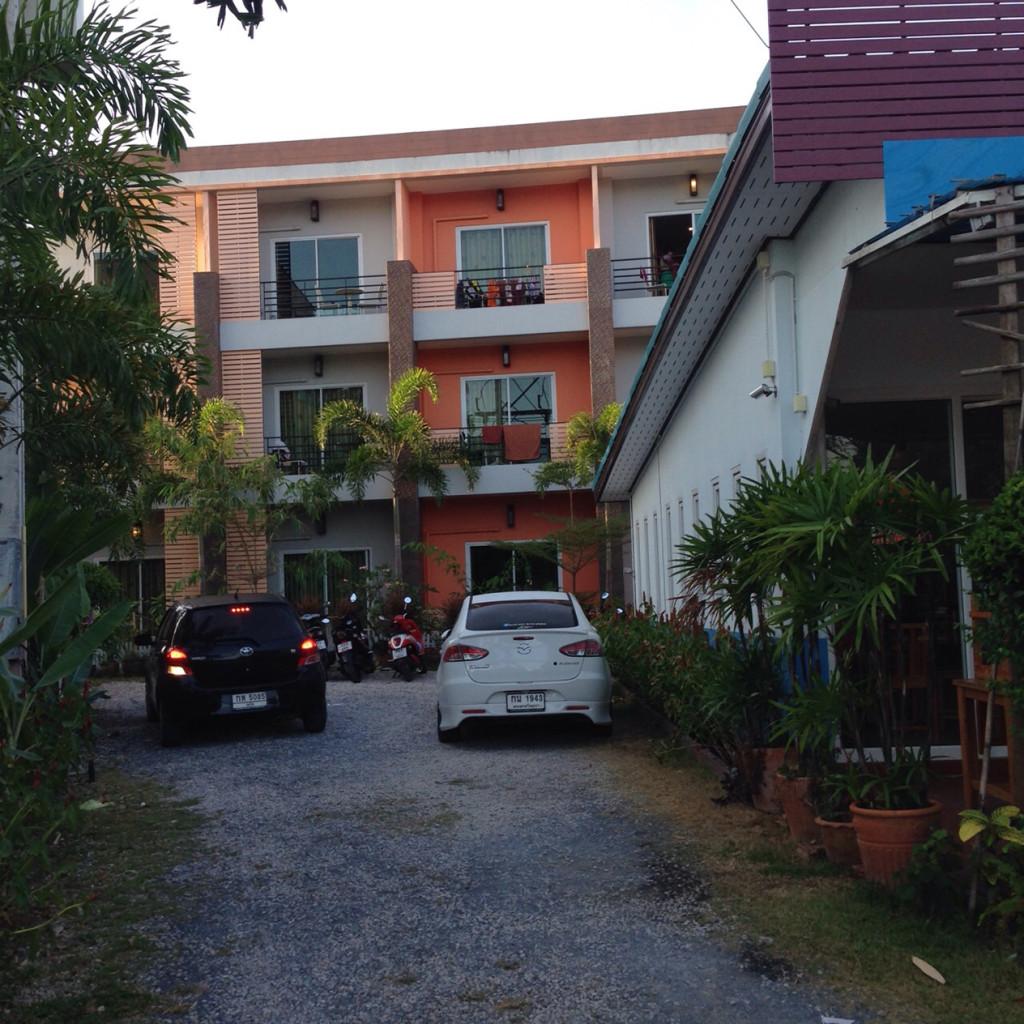 Парковка при отеле. Вообще отель на 3, но мы здесь только ночевали и искали дешевый вариант, но не хостел. Этот подошел отлично.