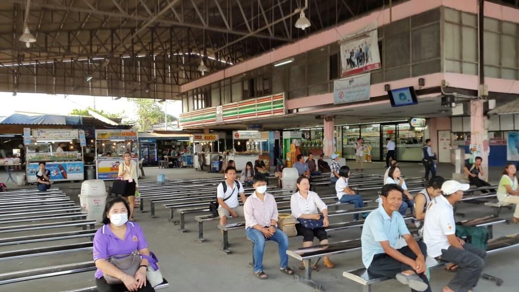 Автобусов море, здесь и междугородний вокзал и отдельно вокзал локального сообщения.