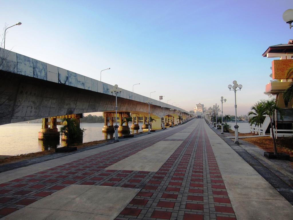 Пешеходная часть моста Сарасин