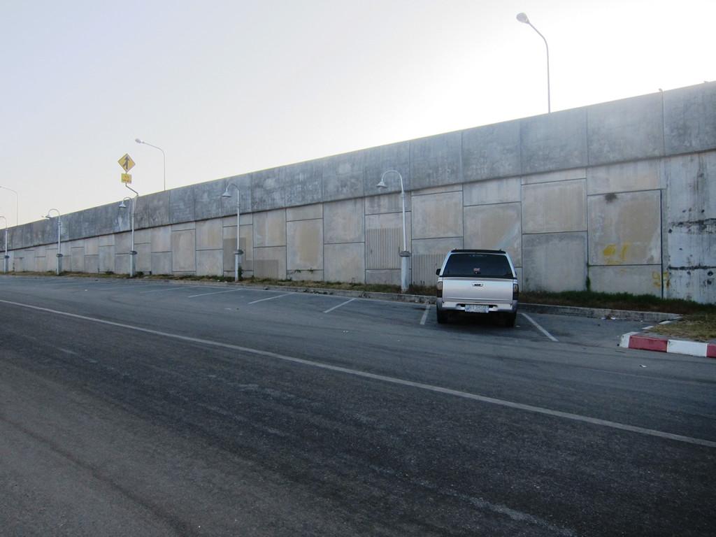 Парковка рядом с мостом Сарасин