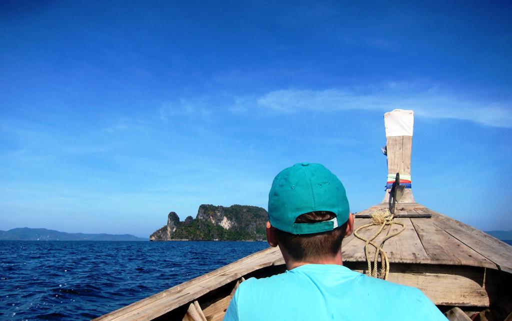 Первая остановка Ho Kong. Остров уже виден на горизонте.