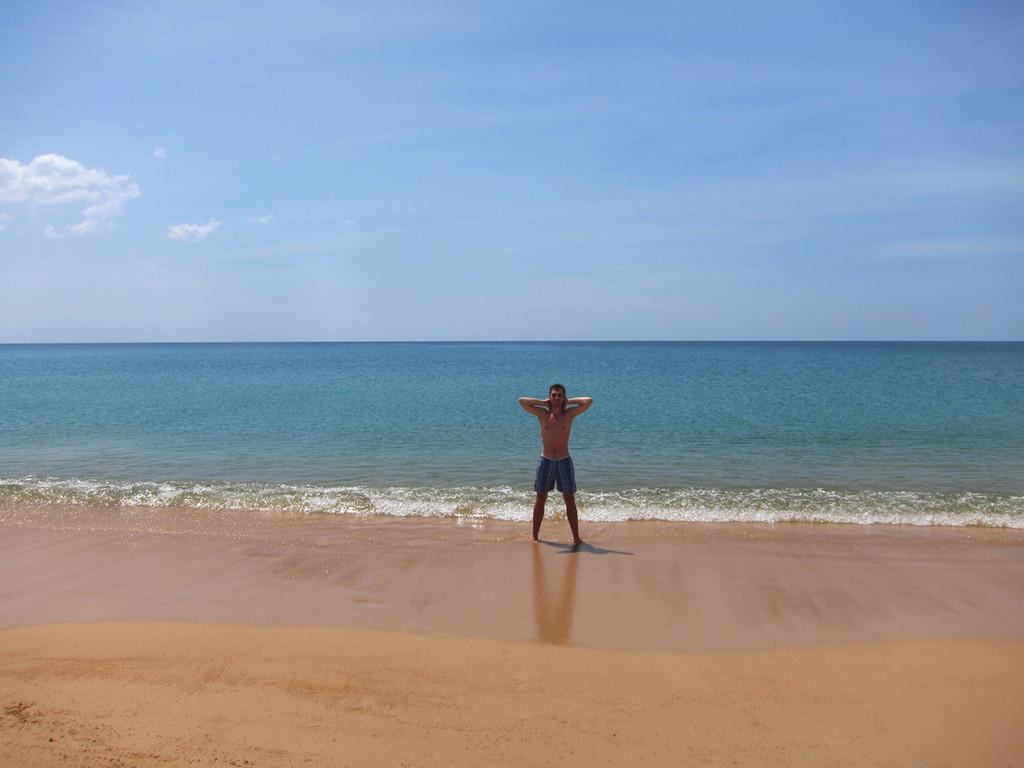Ну а здесь, пляж просто шикарный. Вода очень чистая, плавать классно.