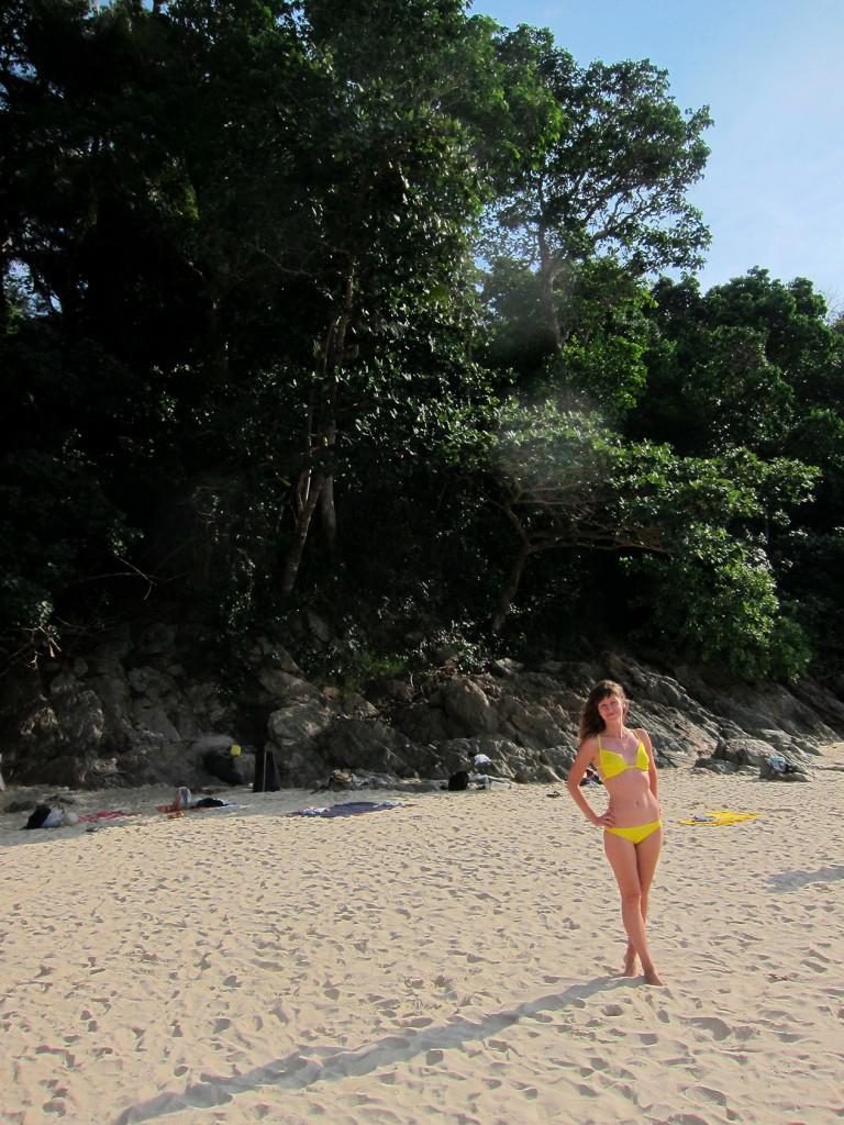 Спустились к пляжу Banana Beach
