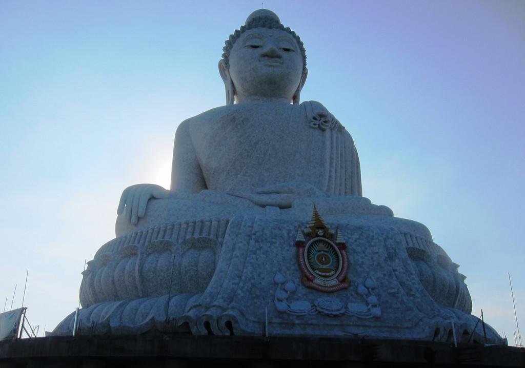 Биг Будда. Действительно очень большой. Его также хорошо видно из разных точек Пхукета.