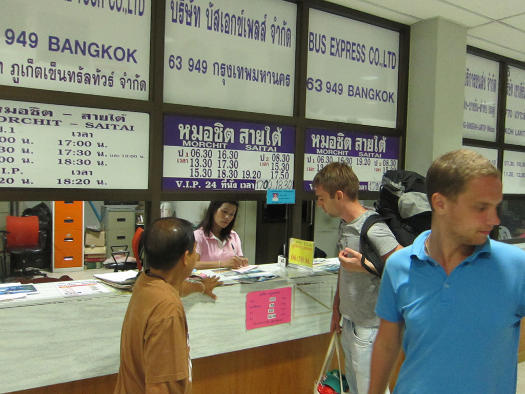 Покупаем билеты до Бангкока в кассе