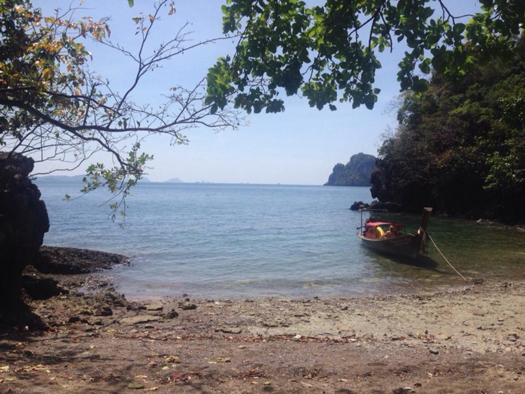 """Пляж на """"заднем дворе"""" острова Lao La Ding"""