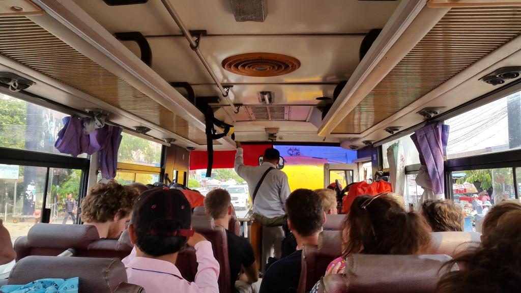 Таки сели в этот бесплатный автобус с целой группой туристов из Японии и США