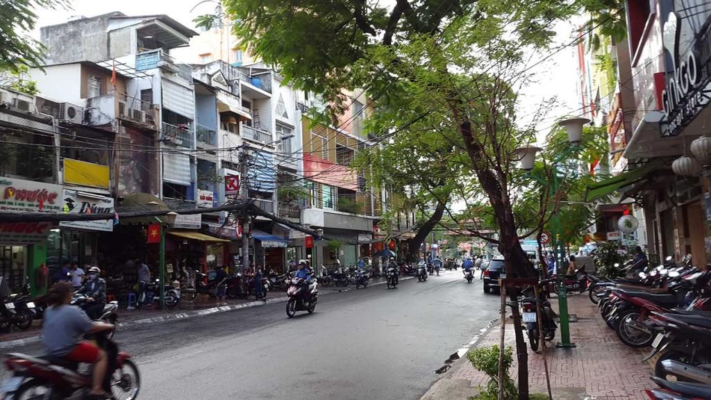 Туристическая улица De Tham на которой находятся автобусные компании