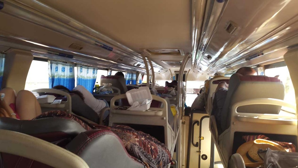 Поначалу автобус был полным.