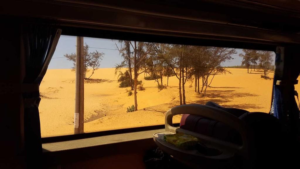 А вот это тоже Вьетнам. Сначала нам трудно было поверить. После Муйне мы какое-то время ехали фактически по пустыне.