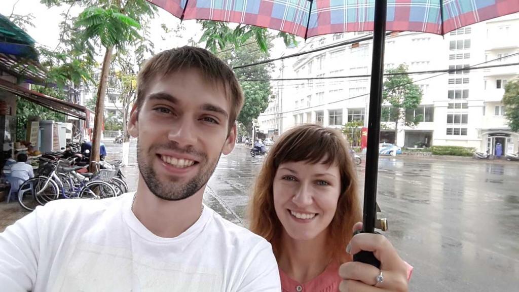 За первые 4 дня нашего пребывания во Вьетнаме, мы успели попасть под дождь целых 2 раза. Интересная статистика.