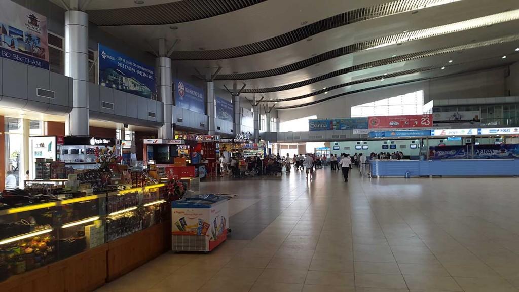 Еще фото аэропорта. Он совсем небольшой, с кафе и парой магазинов. Но сюда больше и не надо.