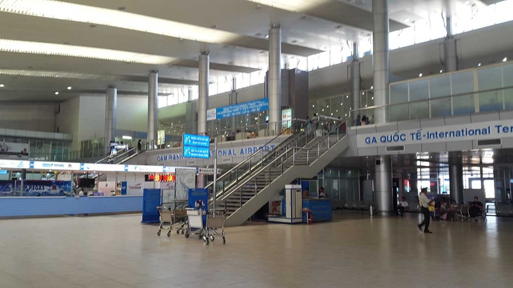 Аэропорт Ня Чанга. Находится в 40 км от курорта. Добирались мы в аэропорт на такси, стоимостью кажется 15$