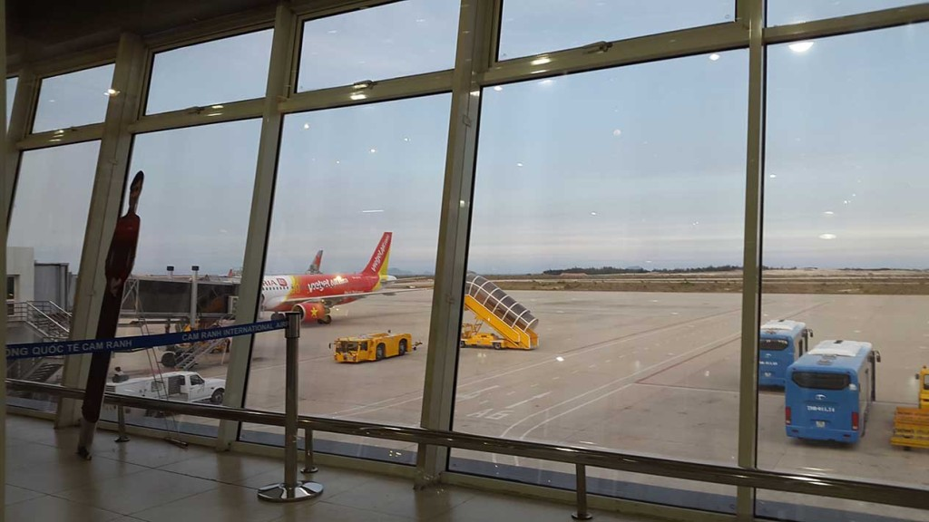 Высматриваем наш самолет.