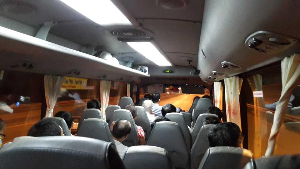 А это уже автобус из аэропорта Ханоя до центра города. Из центра до отеля мы добрались на такси.