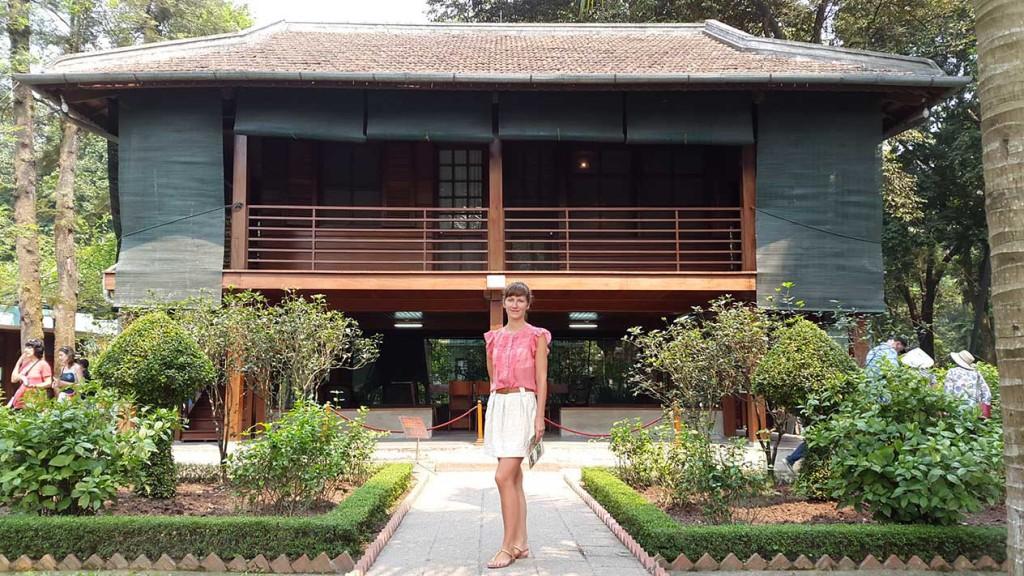 В этом домике жил Хошимин, один из самых аскетичных правителей. Его иногда называют азиатским Ганди, имея ввиду его простоту и приближенность к простому народу.