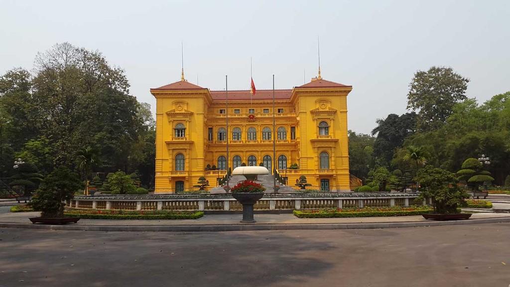Здание правительства, рядом с домом где жил и работал Хошимин.