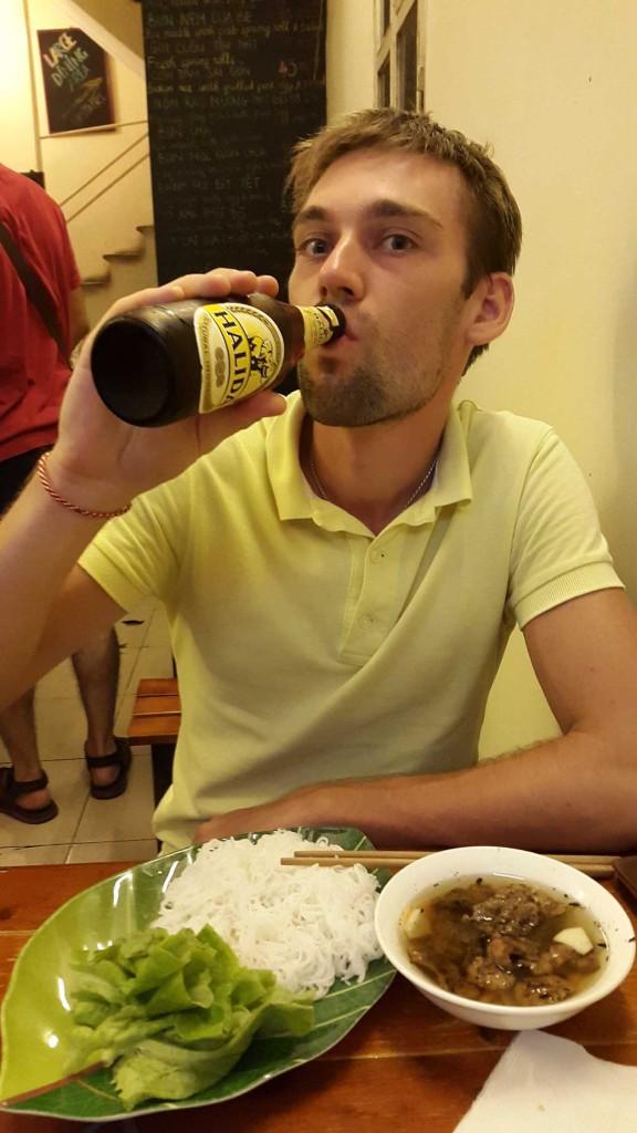 Пива кстати Вьетнамцы пьют больше всех других Азиатов. Вот и нам пришлось немного приобщиться, чтобы проникнуться колоритом.