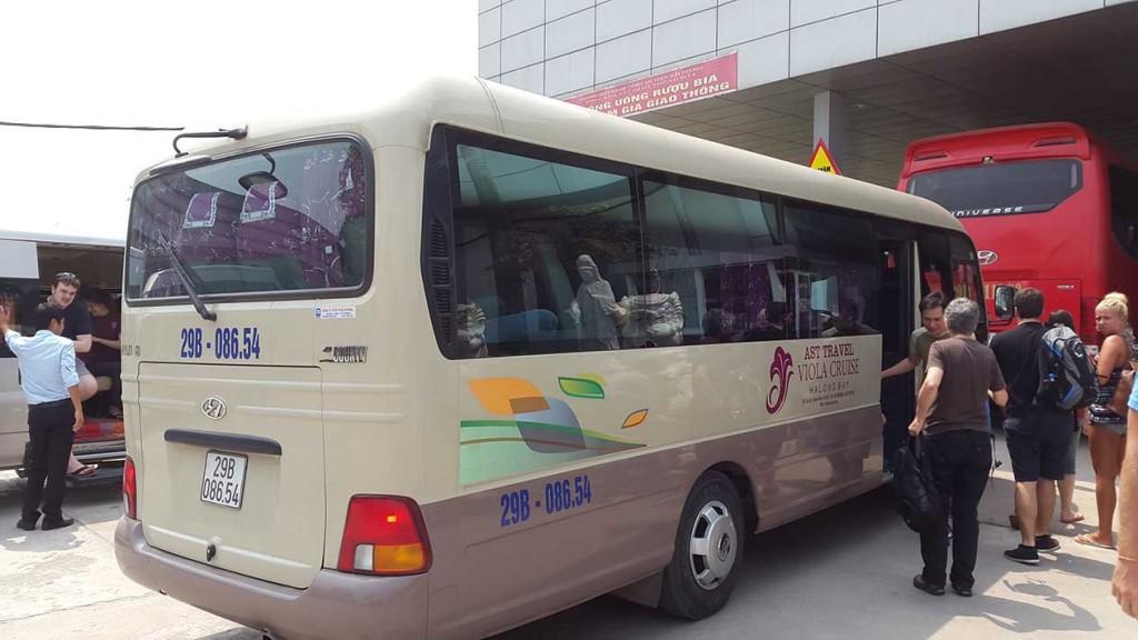 Наш экскурсионный автобус. Все места внутри были заняты, всего группа получилась на 24 человека.