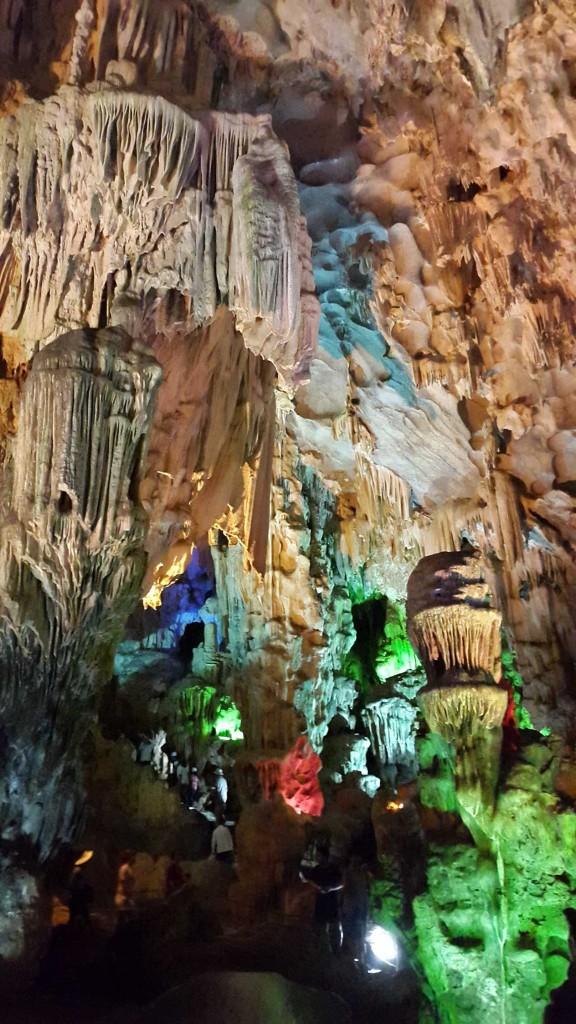 Внутри пещеры.