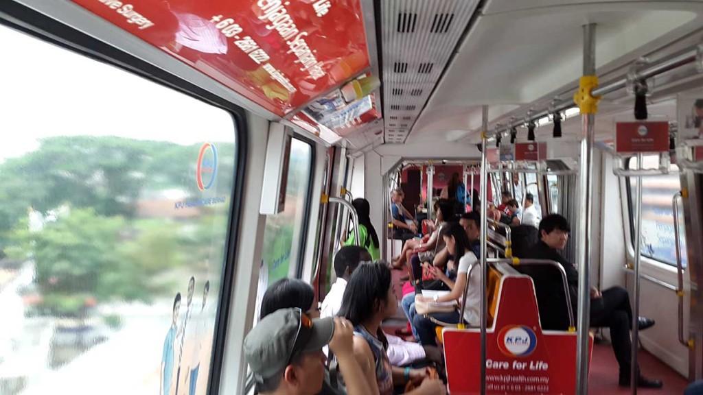 После автобуса нужно было пересесть на монорельс.