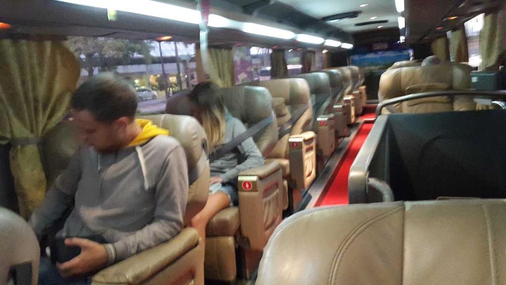 Осваиваемся в супер-пупер автобусе.