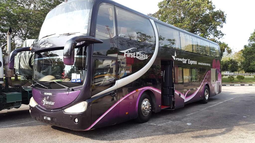 По пути наш автобус делал одну остановку в Куала-Лумпуре.