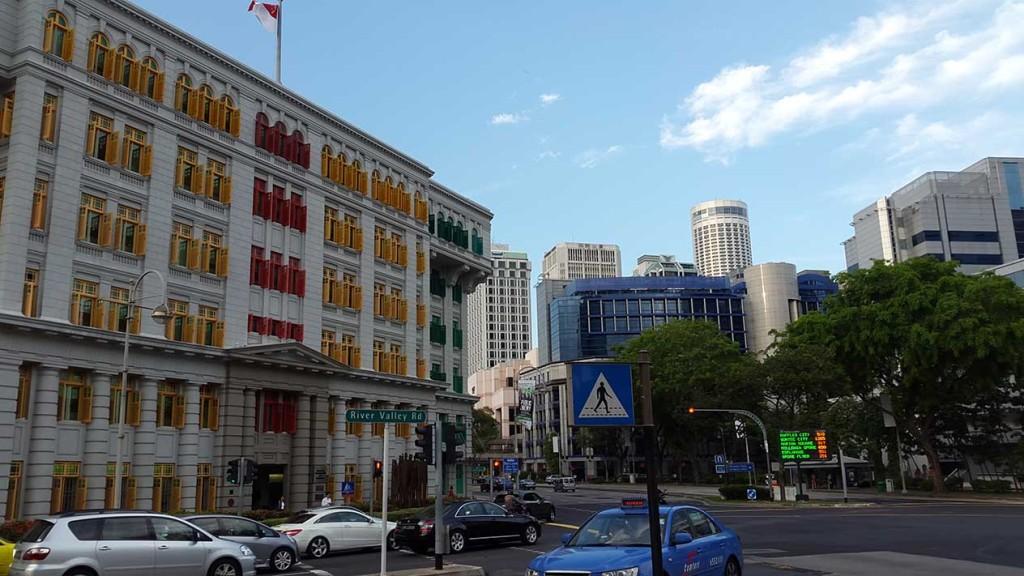 И еще! Разноцветное здание раньше было здание полиции.