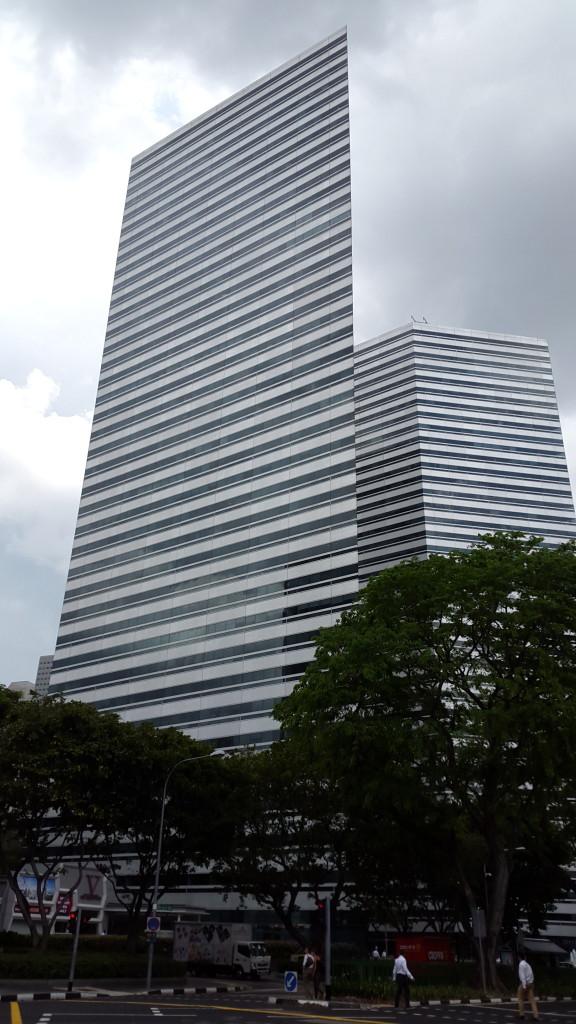 И плоский небоскреб.