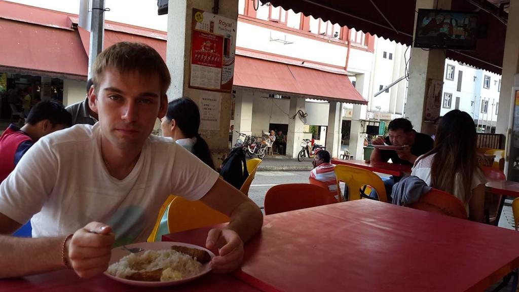 Вкусный и недорогой завтрак в уличной забегаловке рядом с нашим отелем.