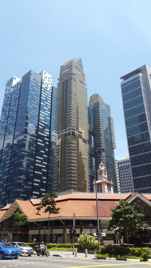 После ботанических садов мы поехали в деловой район - район небоскребов.