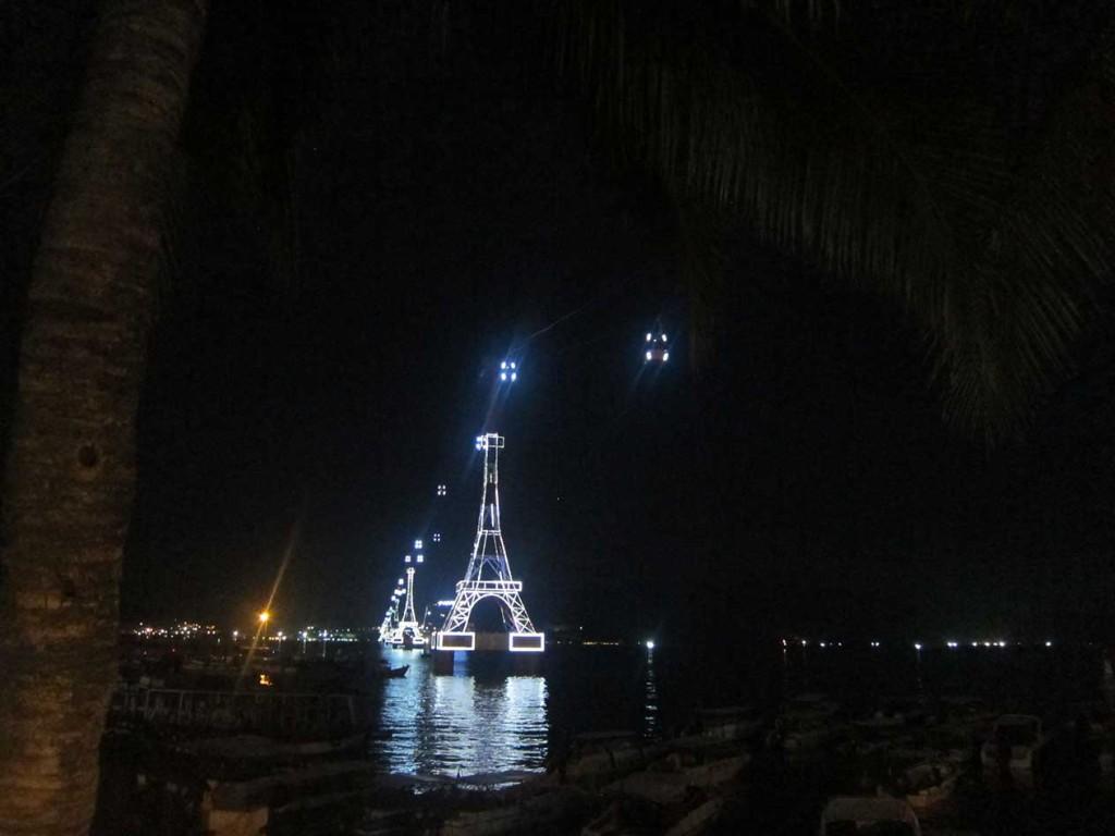 Вот и все, было очень весело. Прощальное фото канатной дороги, выполненной в виде эйфелевой башни.