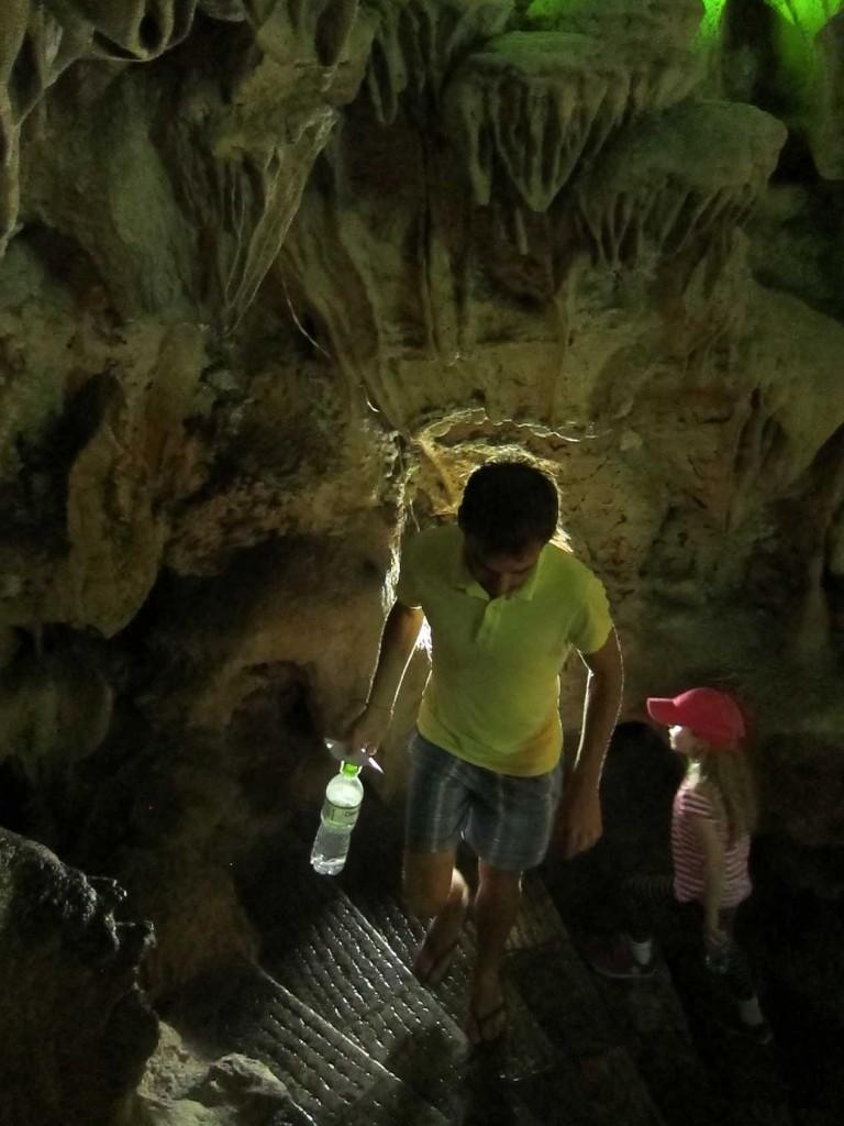 Ходим по пещере.