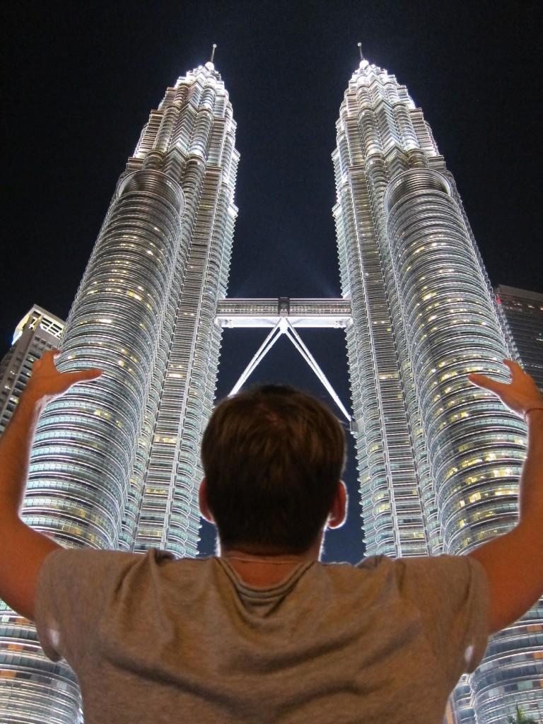 Куала-Лумпур - это конечно башни Петронас. Они очень впечатляют. Дорогие, большие и светящиеся.