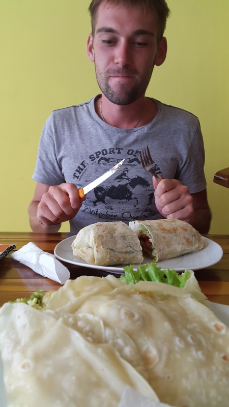 А вот такие у нас обеды - очень вкусный буритос из мексиканской кафе.