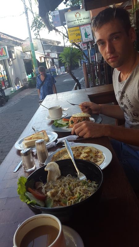 Завтрак съешь сам! Даже такой большой)