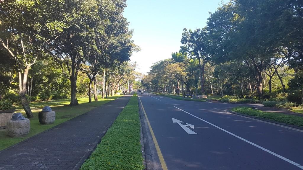 Вот такие красивые и свободные дороги в Nusa Dua. Совсем непохоже на классическое Бали.