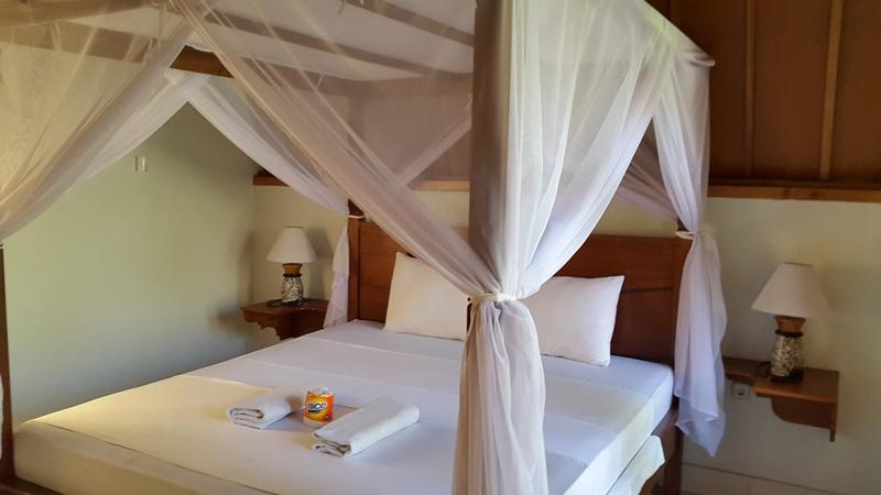 А вот внутри! Чисто, уютно, тепло. Очень напоминает дачу. А вообще это была самая лучшая кровать и самый лучших сон за все наше путешествие!!! Спасибо, Гили!