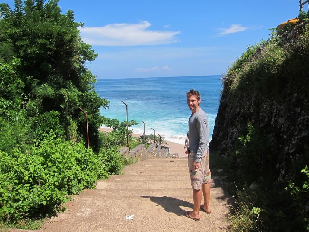 Наша первая остановка и первый пляж Balangan. Именно о нем так восхищенно отзывались наши друзья
